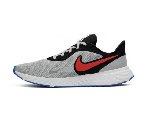 9 Nike Revolution 5